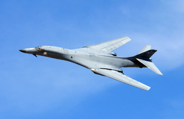 A_b1_lancer_performs_a_flyby_duri_2